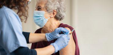 Wysoki poziom ochrony po podaniu szczepionki Oxford w odstępie 12 tygodni