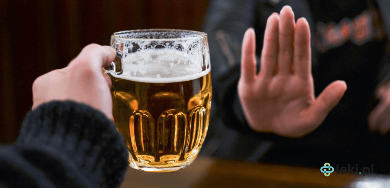 Jeśli alkohol jest przez nas nadużywany, to może niebezpiecznie oddziaływać na organizm. Dowiedz się, jakie zmiany powoduje. (fot. Shutterstock)