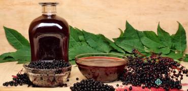 """Leki """"domowej"""" roboty: sok i herbatka z bzu czarnego"""