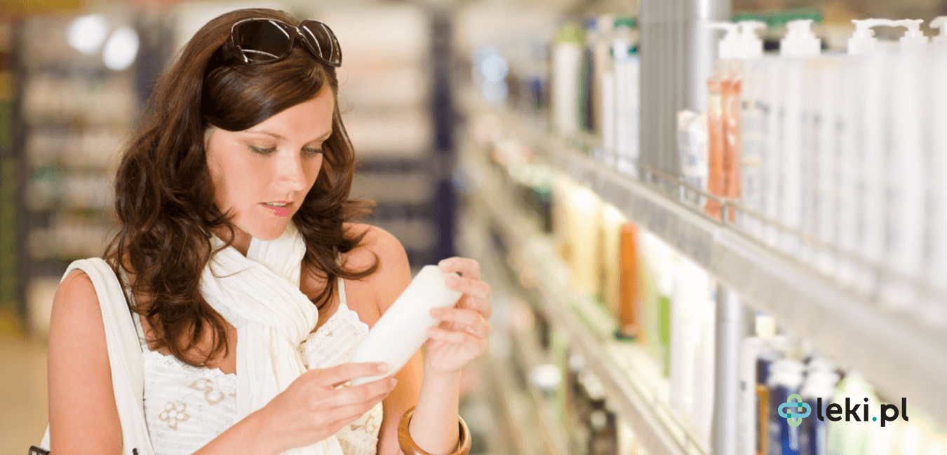 Coraz więcej osób zwraca uwagę na składy kosmetyków i wybiera je, kierując się potrzebami swojej skóry. Czy alkohol w kosmetykach to dobry wybór?(fot. Shutterstock)