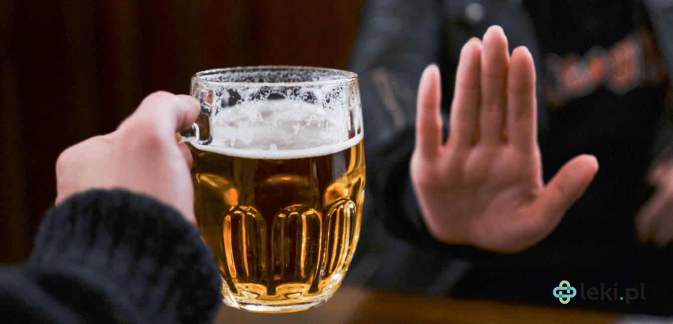 Uzależnienie od alkoholu to złożony problem, który wymaga psychoterapii, a niekiedy również stosowania środków farmakologicznych. (fot. Shutterstock)