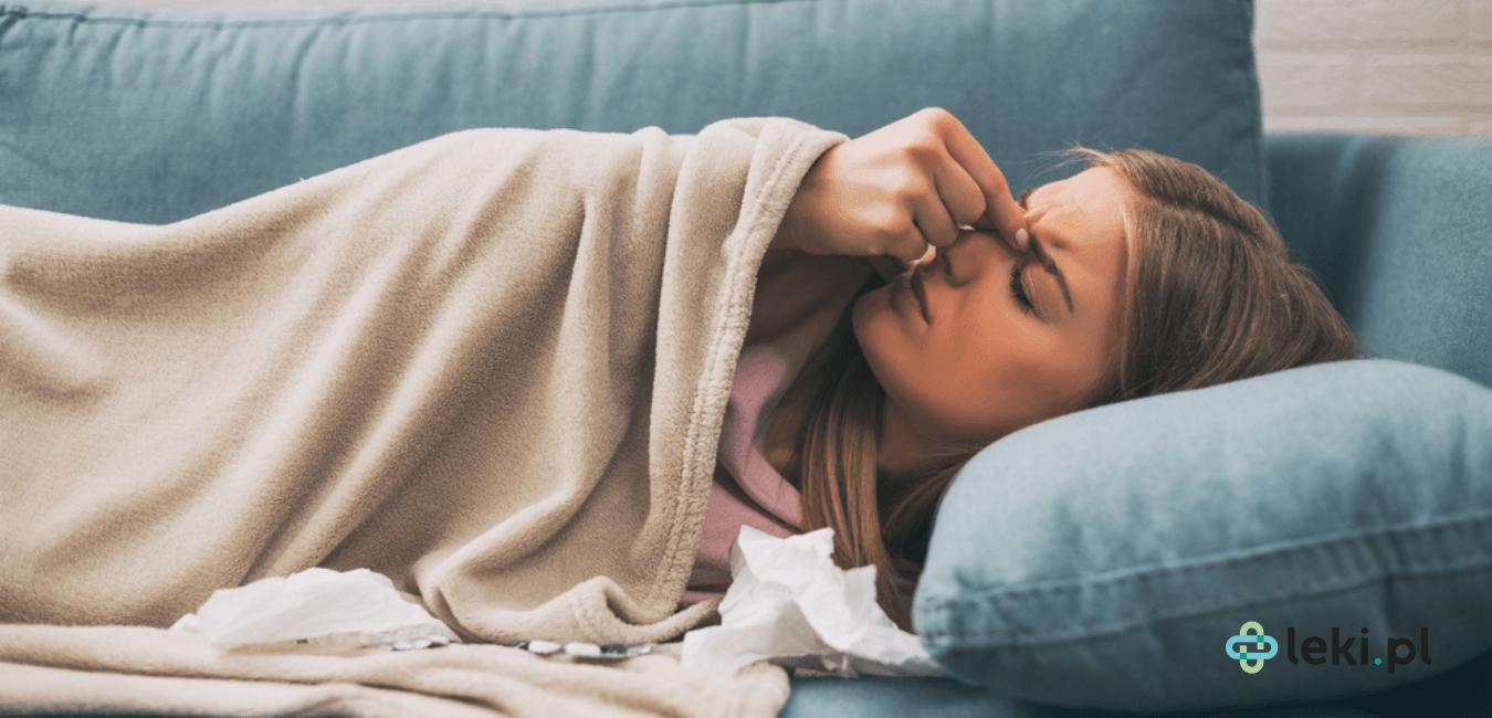 Zapalenie zatok jest jednym z najczęstszych schorzeń górnych dróg oddechowych. Objawia się cieknącym katarem, niedrożnością nosa oraz bólem. (fot. Shutterstock)