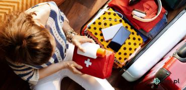 Wakacyjna apteczka — jakie leki warto wziąć ze sobą na wakacje?