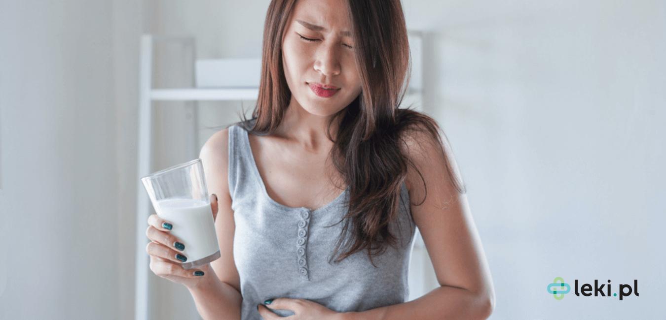 Nietolerancja laktozy, objawiająca się bólem brzucha i biegunką, to powszechny problem. Czy laktoza zawarta w lekach może nasilić objawy? (fot. Shutterstock)